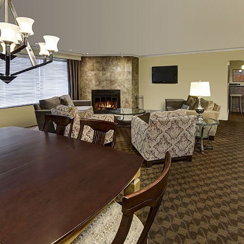 Suite with living room and fireplace - Sault Ste. Marie hotel