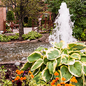 Landscaped courtyards perfect for wedding ceremonies - Algoma's Water Tower Inn & Suites Sault Ste. Marie